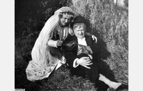 Elsa Rantalainen ja Paavo Jännes.