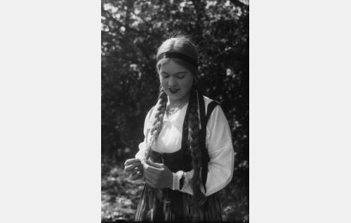 Tanhuan Marja (Elsa Turakainen).