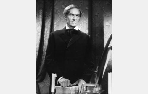 J.V. Snellman (Topo Leistelä).