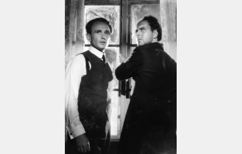 E.A. Forsell (Leo Riuttu) ja Aleksis Kivi (Rauli Tuomi).