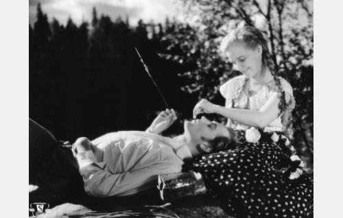 Jussi Jurkka ja Aino-Maija Tikkanen.