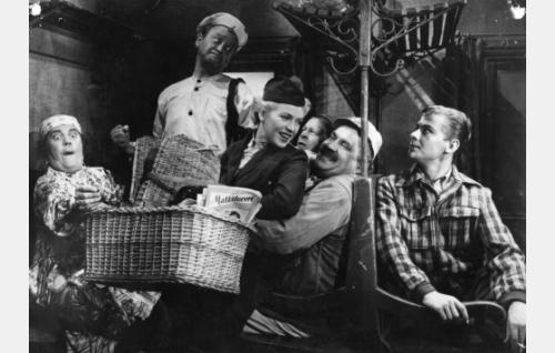 Vasemmalta: Siiri Angerkoski, Pentti Viljanen, Tuija Halonen, Hannes Veivo, Matti Aulos ja Martti Roppanen.