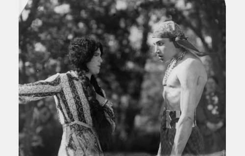 Esmeralda (Meri Hackzell), Manjardo (Theodor Tugai)
