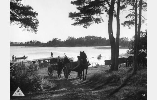 Uimarannanlaituri, Stansvik, Laajasalo, Helsinki. vastapäätä nakyy Pitkäluoto ja takaa vasem. Vasikkasaari. LPH