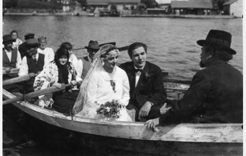Selma (Heidi Blåfield-Korhonen), Simo (Einar Rinne) ja Rantamaulan Esa (Hemmo Kallio, selin).