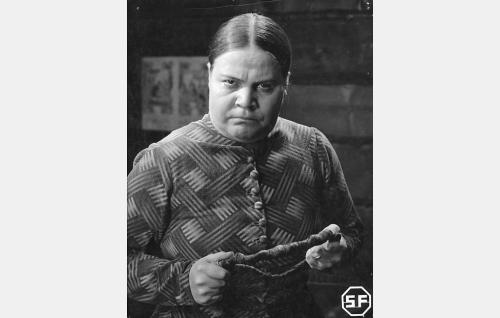Martta, Topiaksen vaimo (Siiri Angerkoski).