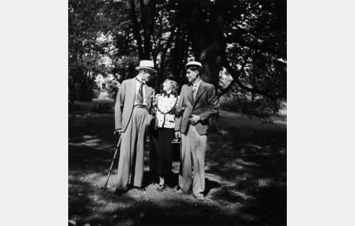Kaarlo Veres, Rakel Leino ja Otso Pera.
