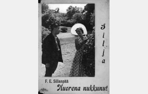 Honkkeli-Väinö (Kaarlo Angerkoski) ja Laura (Rakel Leino).