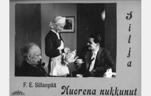 Professori (Kaarlo Veres), Silja (Regina Linnanheimo) ja Armas (Otso Pera).