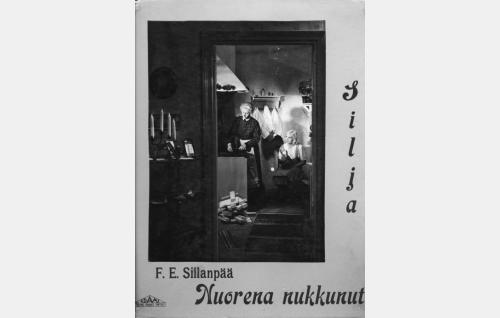 Sofia-täti (Elli Ylimaa) ja Silja (Regina Linnanheimo).