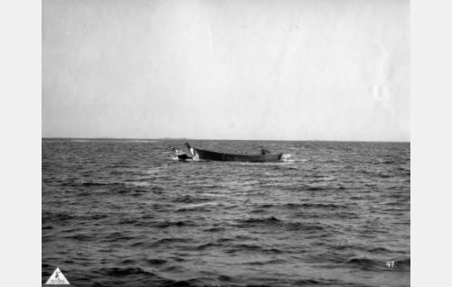 Veneessä Joel Rinne.
