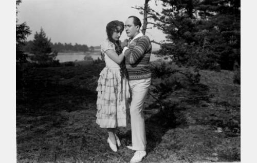Sven Hildén ja Lillan Järnefelt tanssimassa.