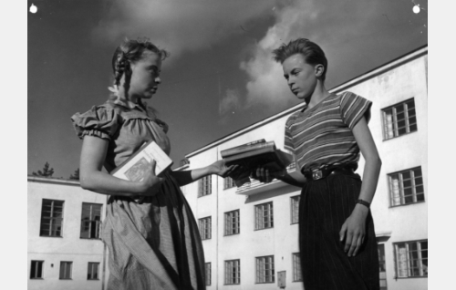 Aino-Maija Tikkanen ja Pekka Sinisalo.