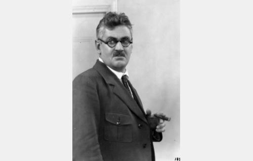 toimittaja Salomon Harju  (Paavo Jännes)