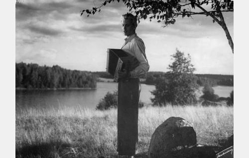 Nuori laulajapoika (Martti Katajisto).