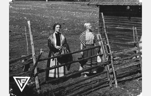 Martta Kontula ja Aili Tikka.