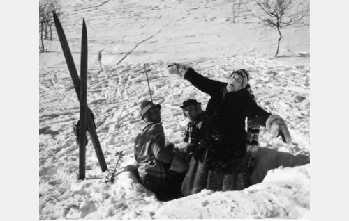 Pekka (Esa Pakarinen), Pätkä (Masa Niemi) ja Justiina (Siiri Angerkoski).