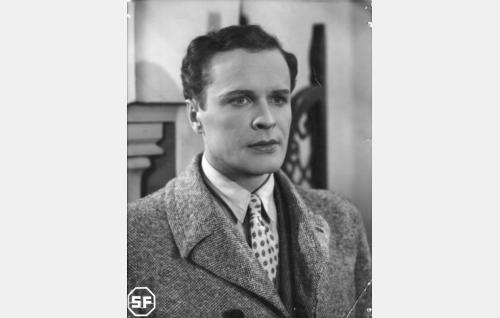 Varatuomari Olli Paaso (Eino Kaipainen).