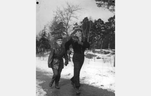 Ansa Ikonen ja Joel Rinne.