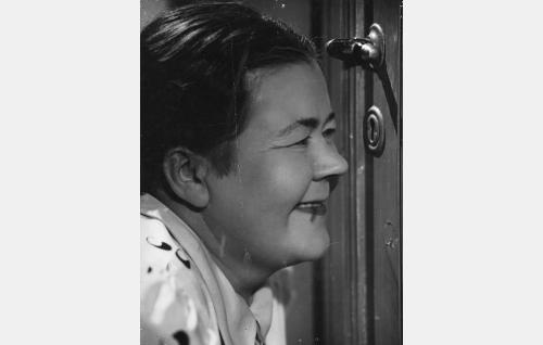 Kallen täti Loviisa (Martta Karlo).