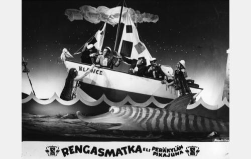 Blanche-laivalla kohti Amerikkaa merenneitojen saattelemana.