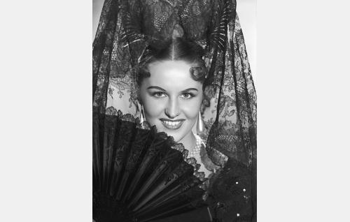 Lumoava tanssijatar Carmen Conchita (Assi Nortia).