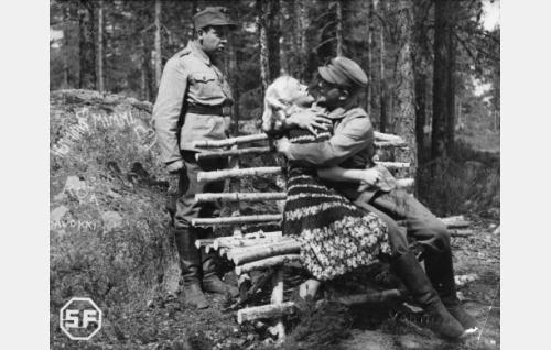 Kaarlo Angerkoski, Ansa Ikonen ja Leo Lähteenmäki.