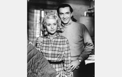 Liisa (Mirja Mane) ja Peter (Henake Schubak).