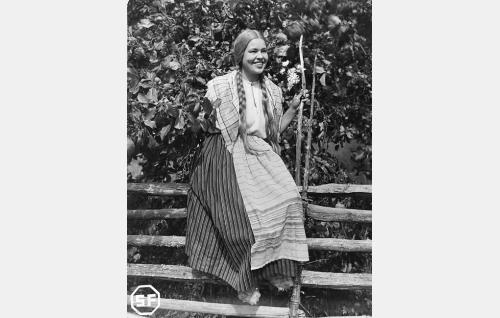 Männistön Venla (Elsa Turakainen).