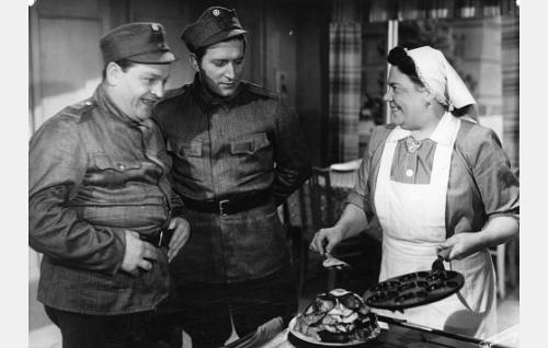 Ossi Elstelä, Henry Theel ja Siiri Angerkoski