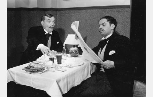 Ravintoloitsijat Suoni (Antero Suonio) ja Anger (Kaarlo Angerkoski)