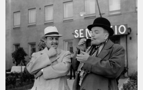 Ravintoloitsijat Anger (Kaarlo Angerkoski) ja Suoni (Antero Suonio)