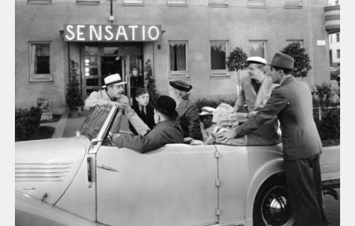 Ravintola Sensation edustalla.