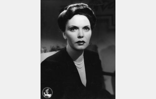 Ruth Viita (Mirjami Kuosmanen).