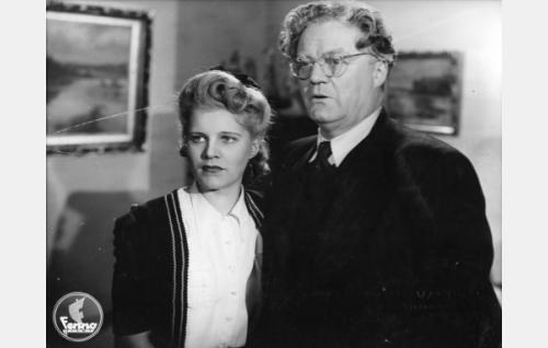 Marja (Aija Vilanto) ja setä Pallas (Sven Relander).