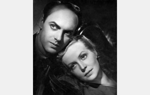 Erkki Talasti (Rauli Tuomi) ja hänen vaimonsa Helena (Helena Kara).