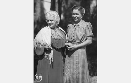 Eine Laine ja Elsa Turakainen.