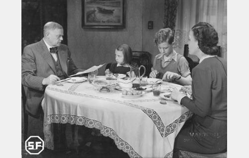 Yrjö Tuominen, Maire Suvanto, Lasse Pöysti ja Elsa Turakainen.