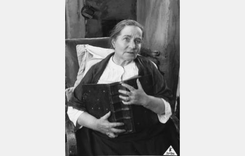 Ojelmiston Eeron äiti Helena (Katri Rautio).