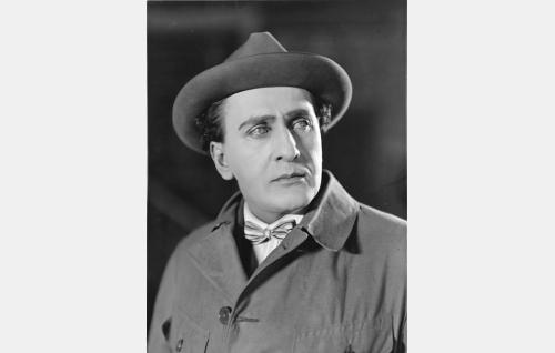 Taidemaalari Bertel von Bjelke (Sven Hildén). Hildén oli aikansa tunnetuin operettitähti.