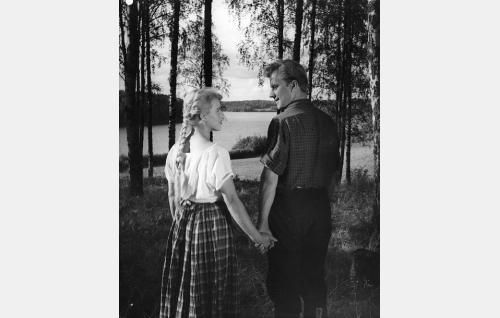Eliisa (Tuija Halonen) ja Olavi Haggren (Heikki Heino).