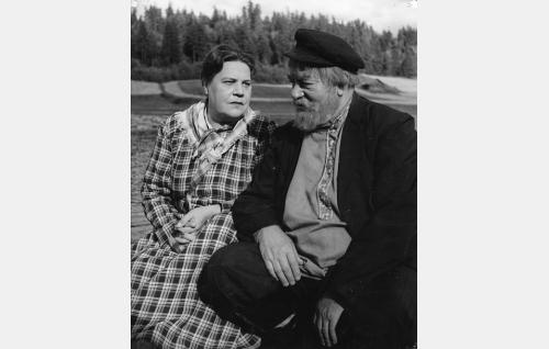Amanda Pilvinen (Siiri Angerkoski) ja Verneri Jokainen (Aku Korhonen).
