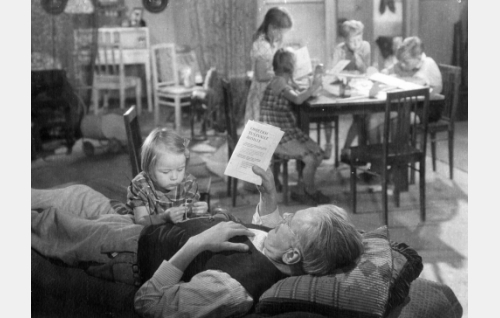 Etualalla Annika Sipilä ja Paavo Jännes.