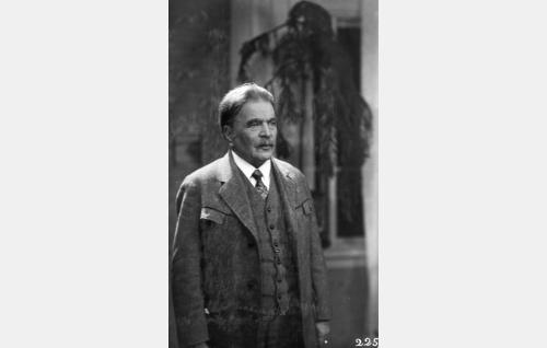 Kustaa Koski, Leenan isä (Hemmo Kallio)