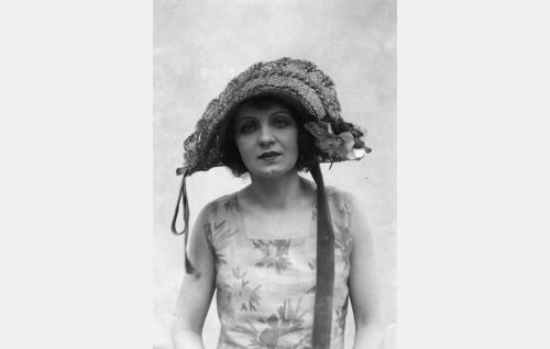 Margit von Stenhjelm (Kaisa Leppänen).