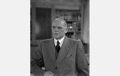 Filmi- ja miljoonamies Mr. Georg W. Brown (Yrjö Tuominen).