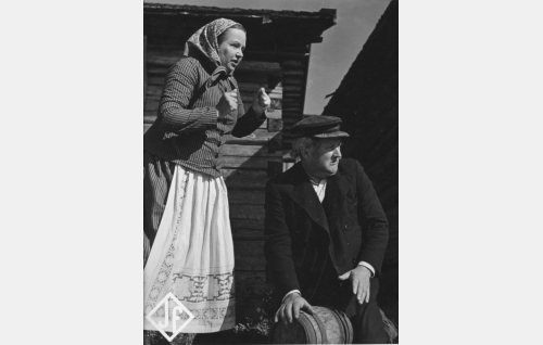 Tullimies Tepka Sipri (Paavo Kostioja) ja hänen vaimonsa Karuliina (Dagmar Parmas).