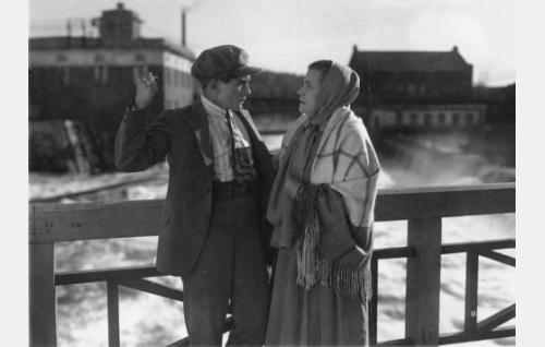 Oras (Ilmari Unho) ja Susika (Mimmi Lähteenoja).
