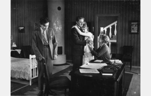 Ilmari Unho (vas.), Sven Relander, Lilja Haltia ja Helmi Lindelöf