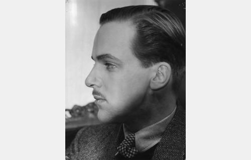 Robert Hedman (Ilmari Mänty eli Ralph Enckell).
